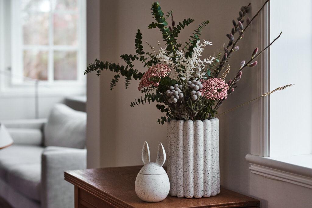 DBKD bukett med hållbara blommor från blombruket, ruskus, eucalyptus, vide, risblomma och silverkotte.
