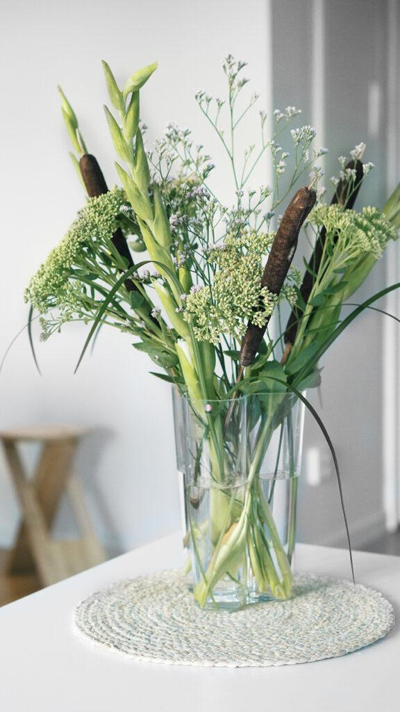 Bukett ittala vas vasskolv, kärleksört, gladiolus